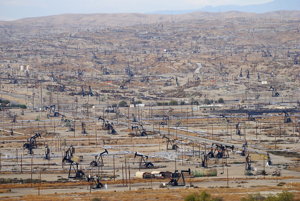 Oil rigs in Bakersfield, CA